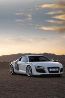 audi-r8-bianca-tramonto-frontale