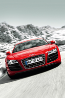 audi-r8-rossa-frontale-montagne